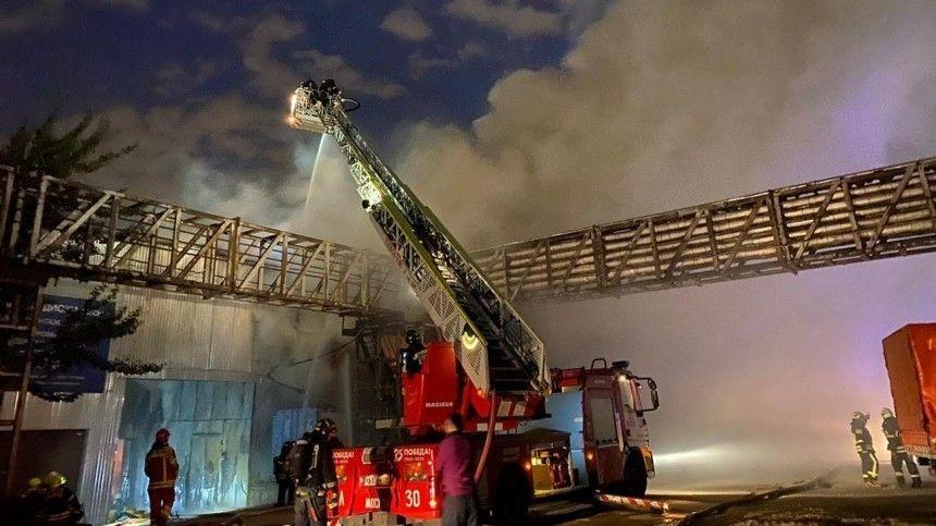Видео пожара на складе рядом с газовой котельной в Москве