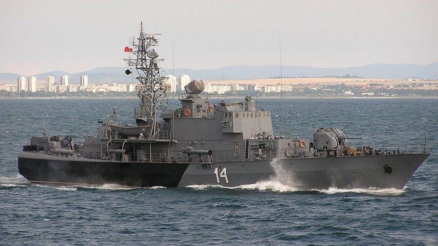 Российские пограничники остановили корвет НАТО в Черном море одним сообщением