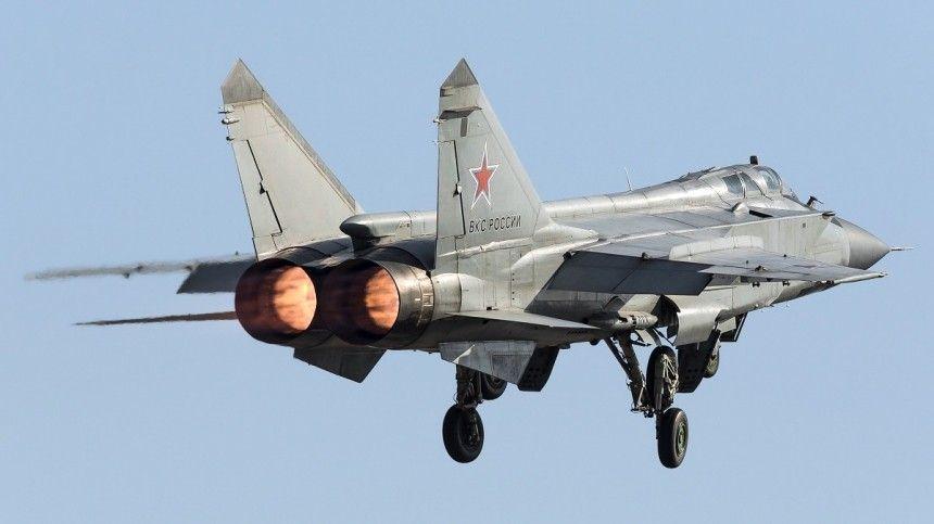 Истребители МиГ-31 и Су-35 перехватили бомбардировщики США