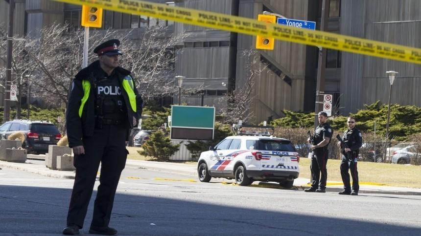 Покидая место ДТП водитель в Канаде сбил толпу пешеходов