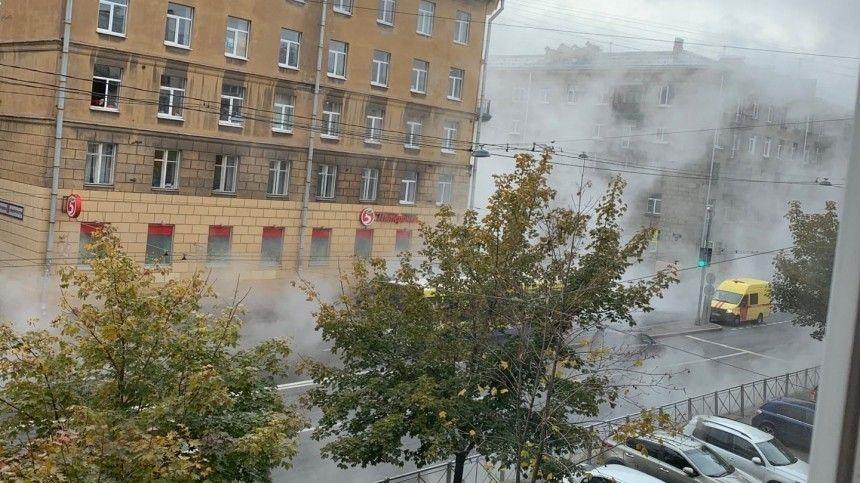 Появилось видео прорыва трубы на Васильевском острове