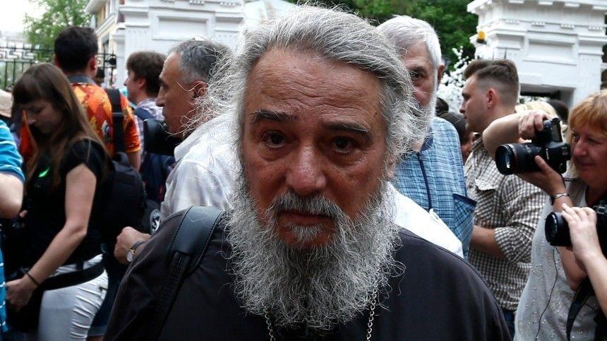 «Я тут как узник»: пожилого брата Баталова заперли в доме престарелых