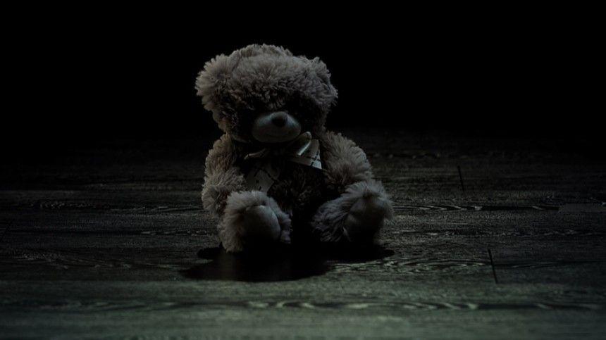 Позвоночник наружу и кровоподтеки: соседка рассказала об избитой под Ростовом девочке