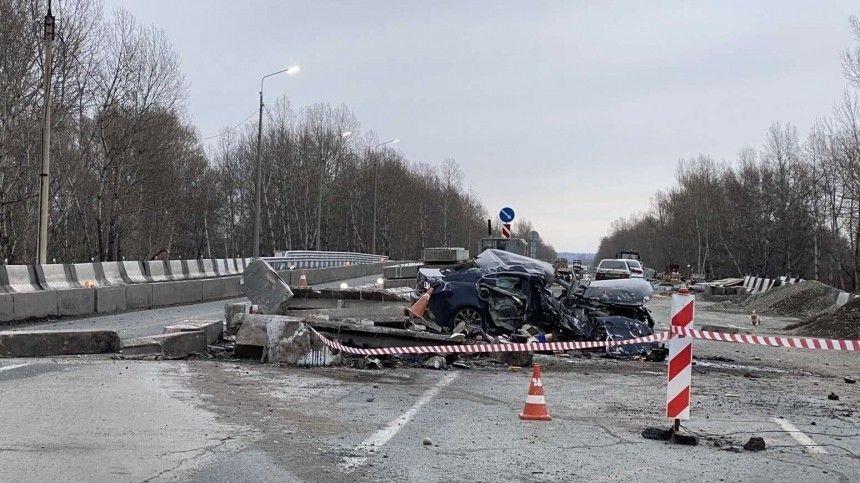 «Головы оторваны»: Lexus влетел в бетонные ограждения на трассе в Хакасии (18+)