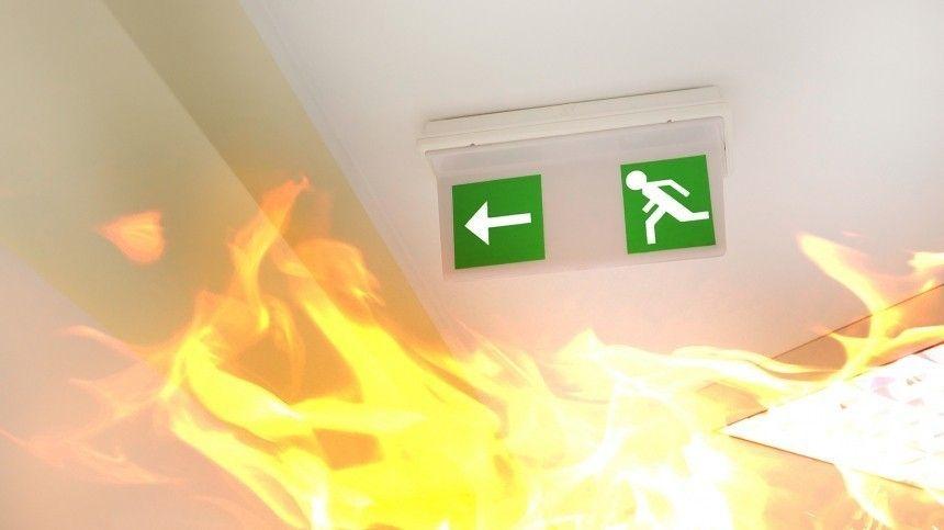 Объятая пламенем детская комната в подмосковном ТЦ попала на видео