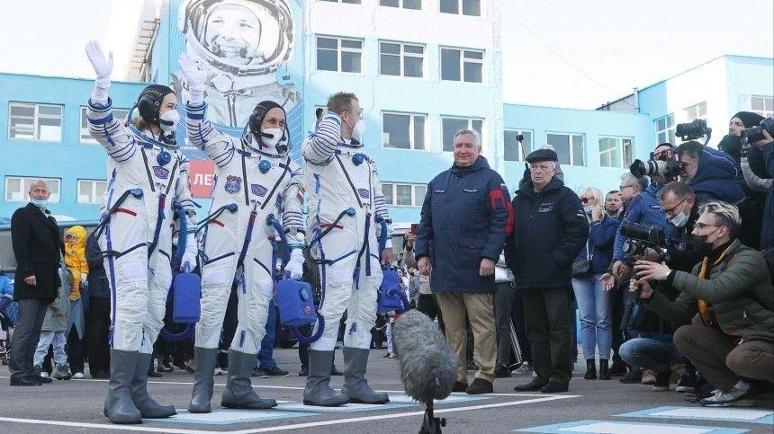 Прямая трансляция старта с «Байконура» ракеты «Союз-2.1а» с «киноэкипажем» к МКС