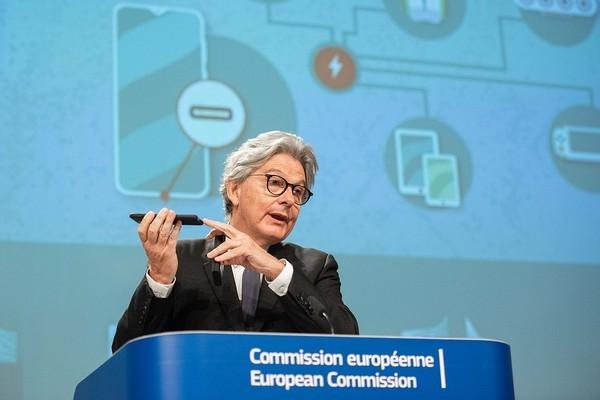 В ЕС предлагают ввести единый разъем для зарядки гаджетов