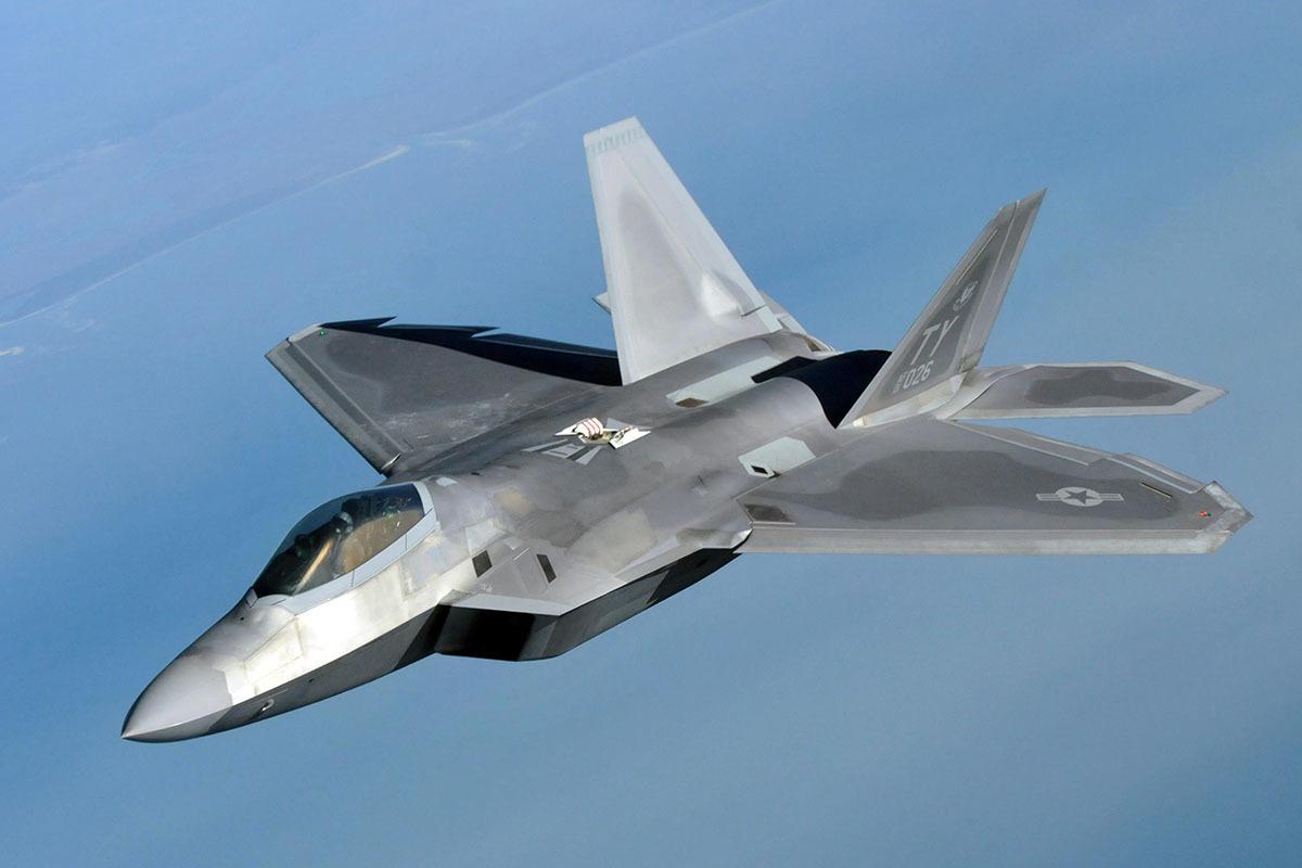В сети появилось видео с демонстрацией возможностей истребителя F-22 из кабины пилота
