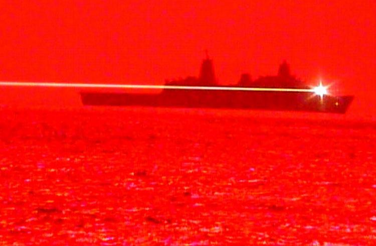 Показано уничтожение беспилотника лазером с корабля