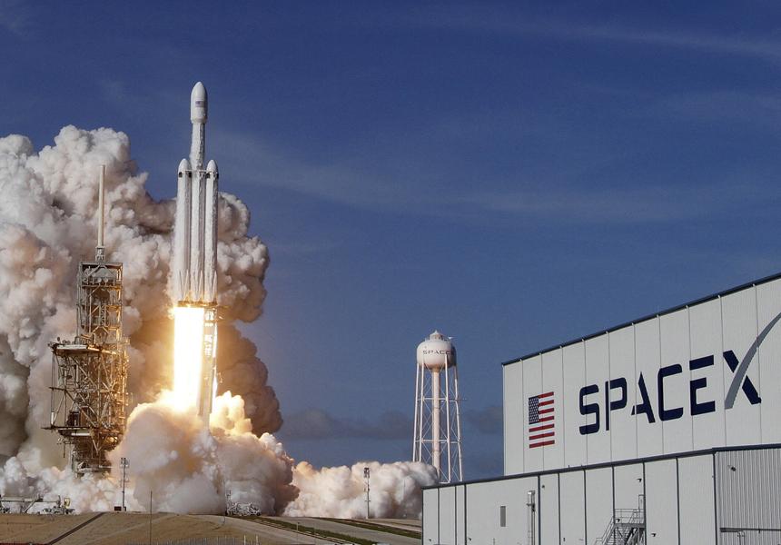 Компания Илона Маска заключила пятилетний контракт с военными США