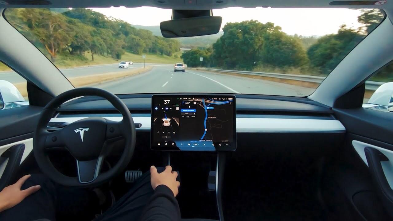 Компания Илона Маска предложит автопилот для электромобилей по подписке