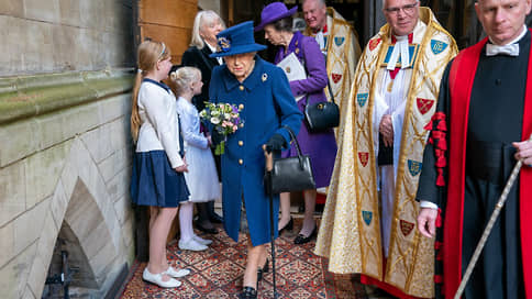 Первое появление королевы Елизаветы II на публике с тростью