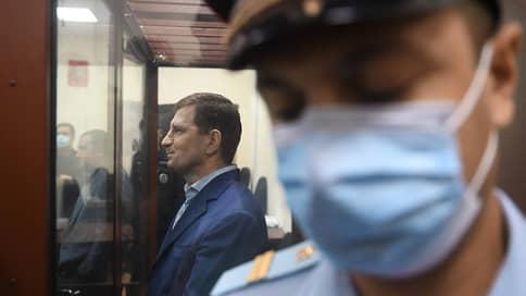 Сергея Фургала ждут с обвинением // Дело экс-губернатора Хабаровского края собираются закончить на этой неделе