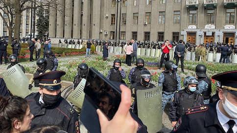 СКР возбудил дело о нападении на силовиков во время разгона митинга во Владикавказе