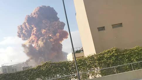 В порту Бейрута прогремел мощный взрыв