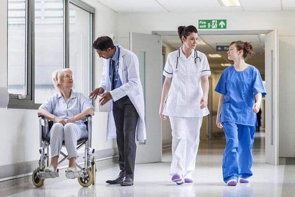 'Родина' обеспечила Кыштымскую больницу хирургическими костюмами