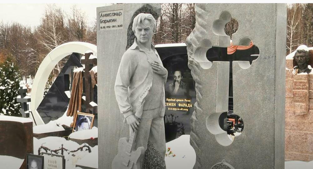 Алла Пугачева потратила миллионы на надгробный памятник Александру Барыкину