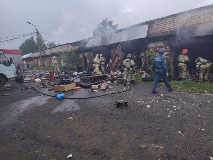 Два человека едва не погибли при мощном взрыве в Череповце