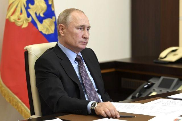 Путин подписал указ о продлении правовых мер в отношении иностранцев