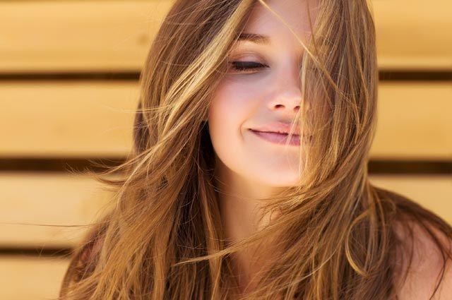 Коктейль из солнца и соли. Как защитить волосы летом?