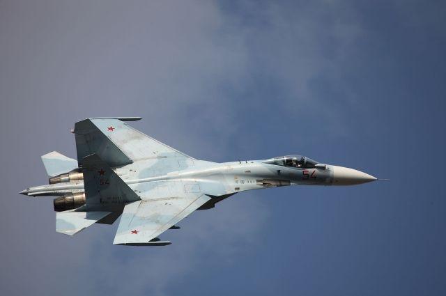 Российский Су-27 перехватил британский самолет над Черным морем