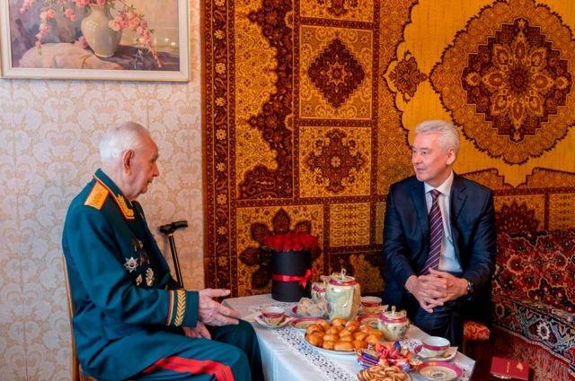 Собянин сообщил о выплате 20 тыс руб ветеранам к 80-летию Битвы за Москву