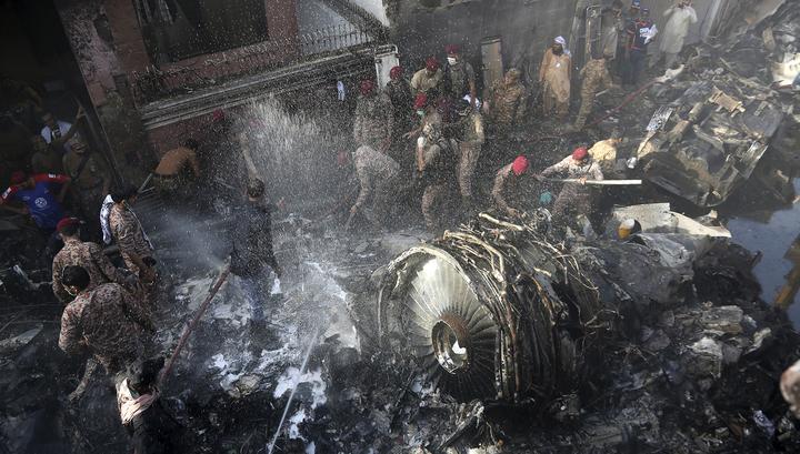 Расследовать крушение в Карачи планируется за три месяца
