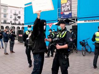 Из-за ковид-диссидентов пострадали 45 берлинских полицейских