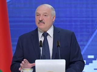 Лукашенко напомнил о 'святой обязанности'