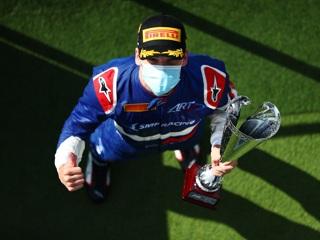 Россиянин Смоляр впервые выиграл гонку 'Формулы-3'