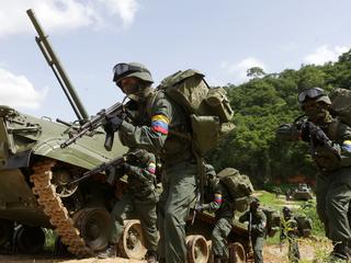 В Венесуэле сбили американский самолет с наркотиками