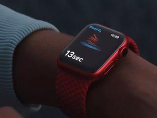 Представлены новые смарт-часы Apple Watch c функцией измерения кислорода в крови
