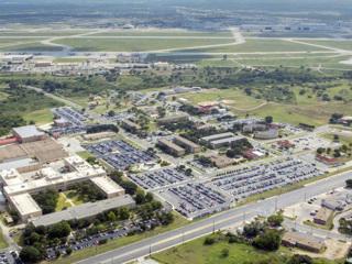 В США неизвестный открыл стрельбу на военной базе в Техасе