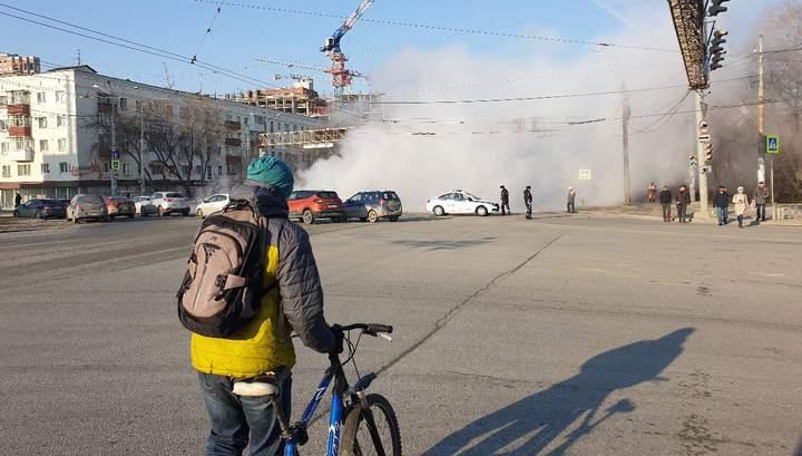Трамваи и троллейбусы встали: две улицы Екатеринбурга залило кипятком