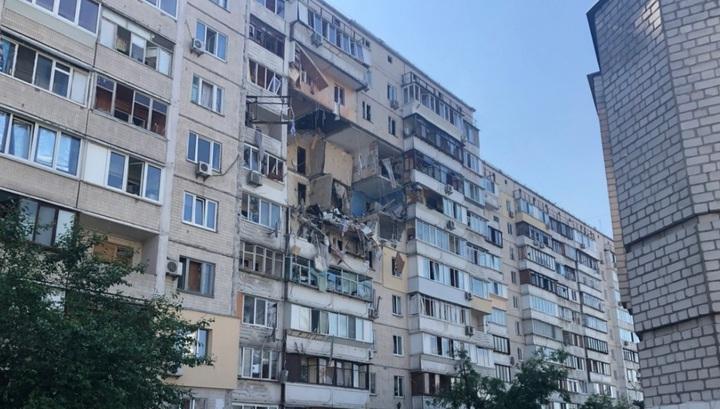 В многоквартирном доме в Киеве прогремел мощный взрыв, есть жертвы. Видео