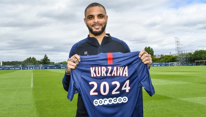 'Пари-Сен-Жермен' объявил о продлении контракта с Курзава