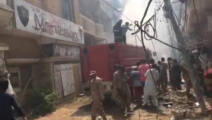 Появилось предполагаемое видео крушения Airbus в Карачи