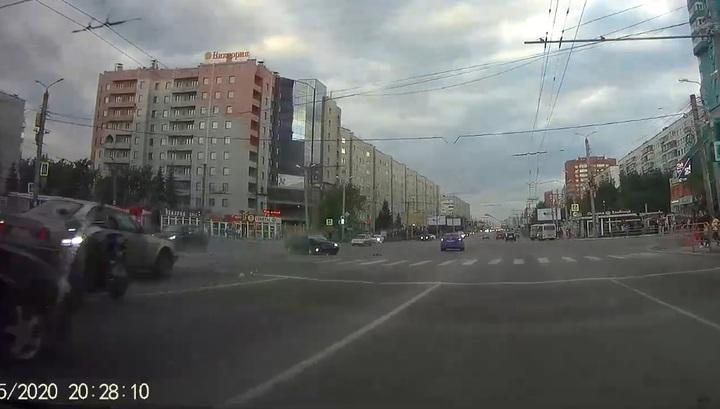 В Челябинске выезд на встречную полосу закончился ДТП с пострадавшими. Видео