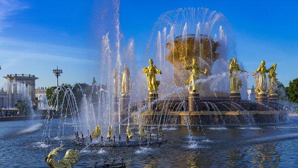 Освежающее лето: гид по фонтанам ВДНХ