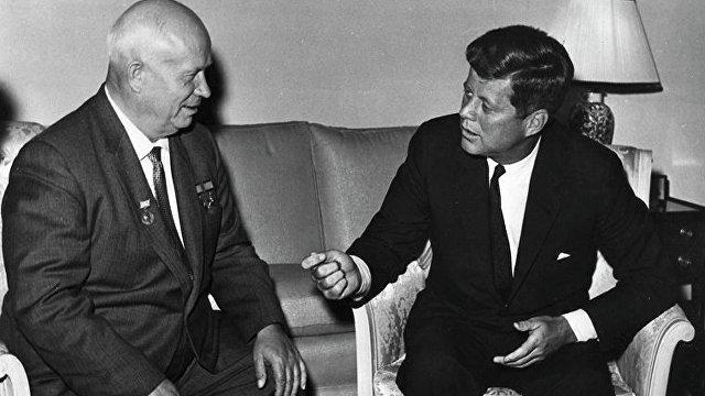 Parlamentní listy (Чехия): американская пропаганда, супермен Кеннеди