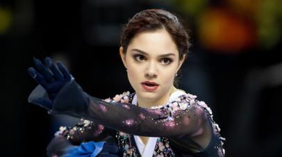 Медведева исполнила танец на фоне сакуры