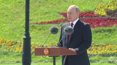 «Чувство Родины всегда помогало нашему народу»: Путин поздравил соотечественников с Днём России