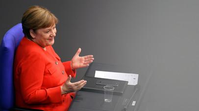 Меркель рассказала, в каких случаях носит медмаску