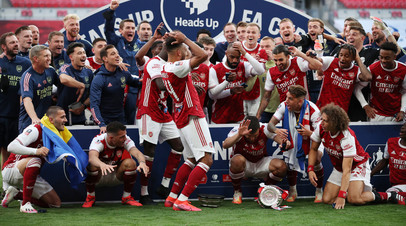 Футболисты «Арсенала» сломали трофей за победу в Кубке Англии по футболу