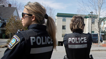 В канадском Монреале автомобиль наехал на группу пешеходов