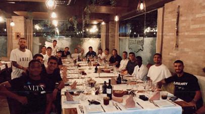 Алексей Миранчук поделился фото с командного ужина «Аталанты»