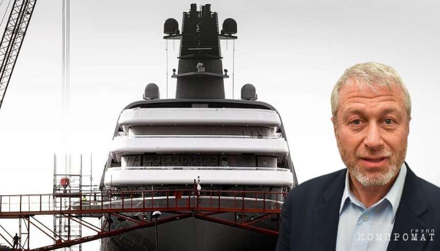 Появились снимки новой 145-метровой яхты Абрамовича