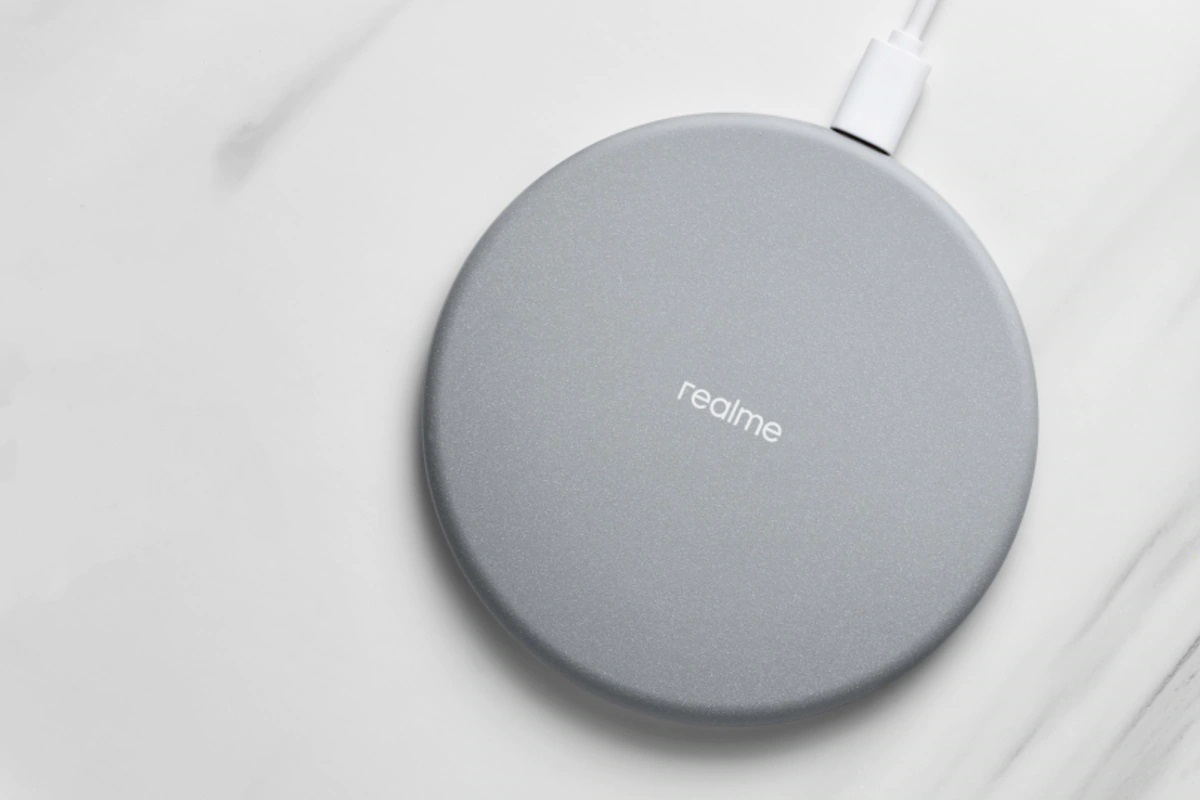Realme представила беспроводную зарядку мощностью 10 Вт за $12