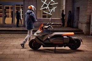 Электроскутер BMW Motorrad CE 04 с запасом хода 130 км, разгоном до 50 км/ч за 2,6 сек будет стоить от $12 000