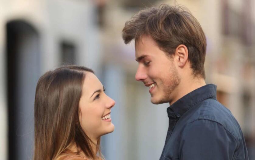 Почему люди меняют свой стиль общения после влюбленности?
